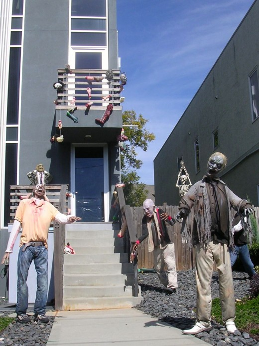 photo source - Extreme Halloween Decorations