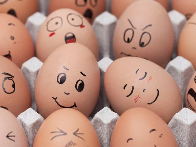 Funny Egg Faces In Love