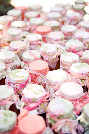 Homemade Glass Jars with candy for favors. Find out how to make them here.