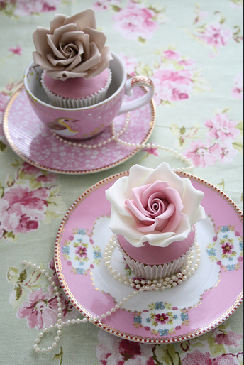 Shabby Chic Cupcakes for a wedding. Found on Flickr