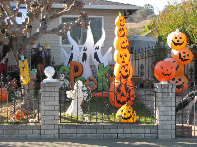 Click Here to See More Halloween Inspired Decorated Houses