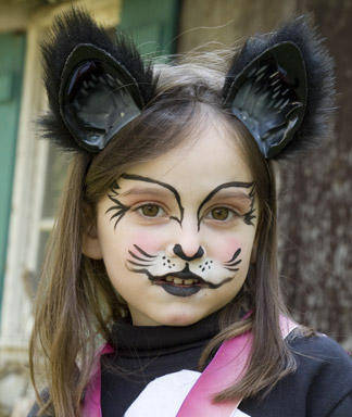 Kids halloween make up and hair time for the holidays - Maquillage simple enfant ...