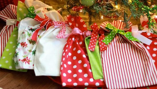 Pretty gift wrapping ideas time for the holidays do it yourself gift bags by tipjunkie solutioingenieria Choice Image