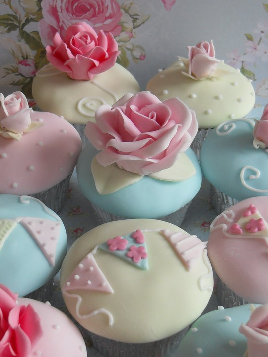 shabby chic vintage cupcakes