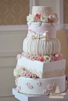 A beautiful romantic wedding cake found on Crazy About Weddings