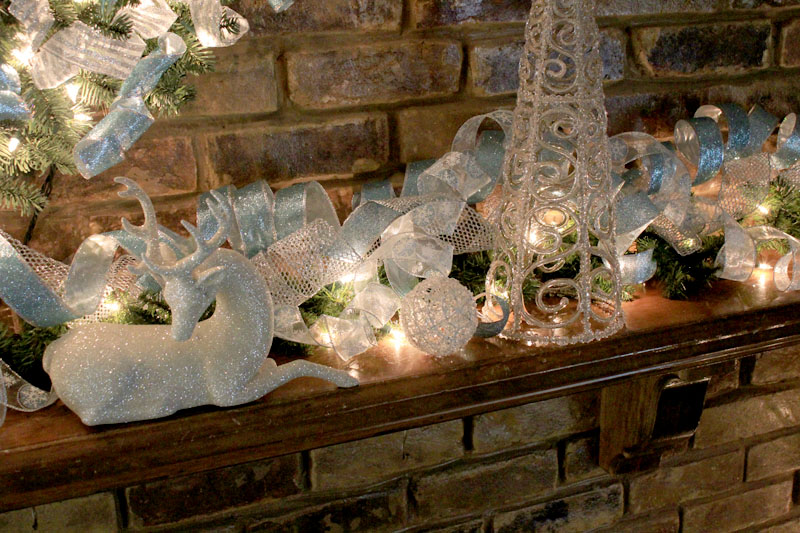 Decorating Ideas > White Christmas  Time For The Holidays ~ 053300_Holiday Decorating Ideas Mantel