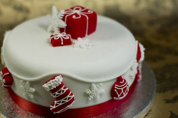 Design A Cake Christmas Opening Times : White Christmas Time for the Holidays