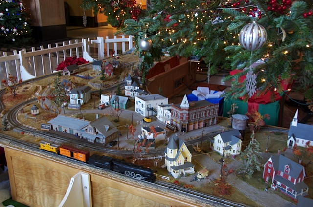 High Quality Bachmann White Christmas Express Ready To Run Electric Train Set U2013 Large  U201cGu201d Scale