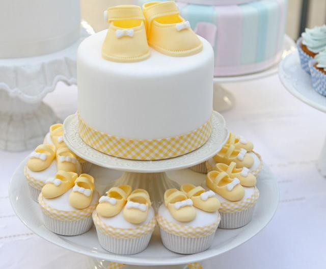 baby shower cakes yellow baby shower