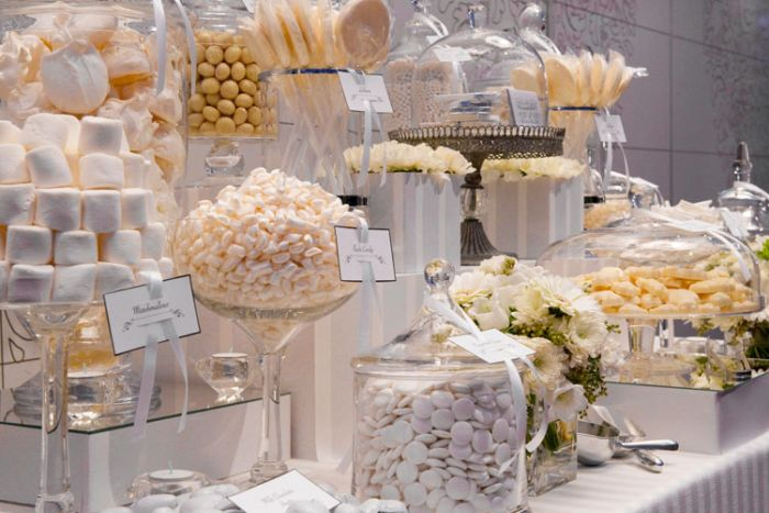 white-candy-buffet