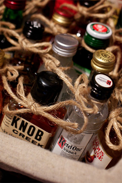 winter-wedding-favors-alcohol-favors-deb-lindsey-photography