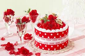 red-christmas-cake