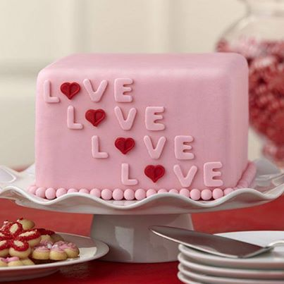 3-pink-color-valentines-day-cake-decoration-ideas
