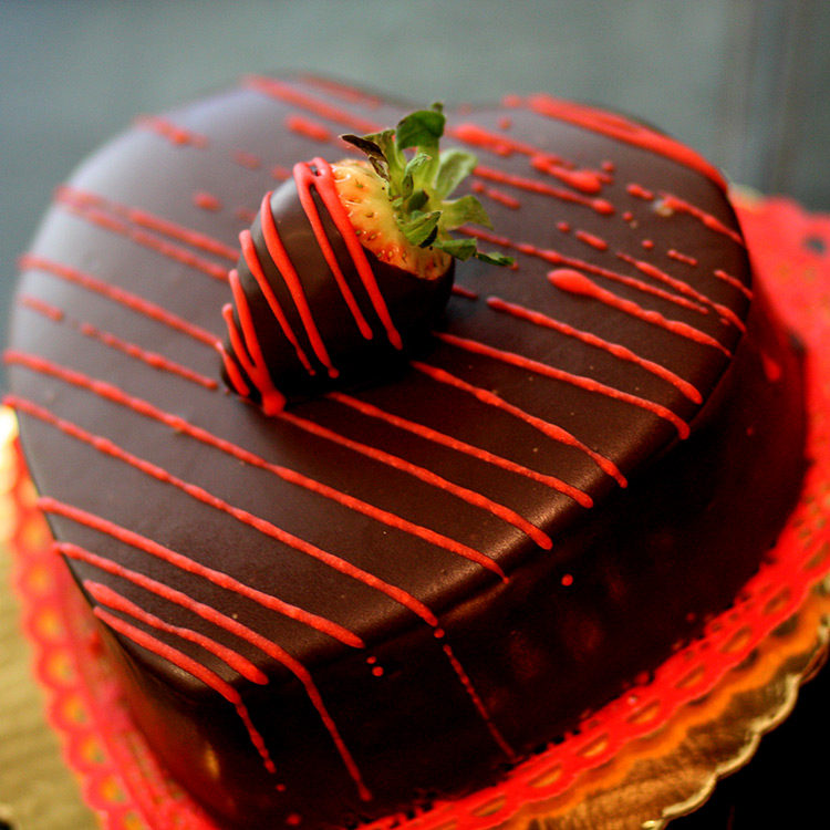 Valentines-Day-chocolate-strawberry-dessert-cake-sweet-memories-bakery