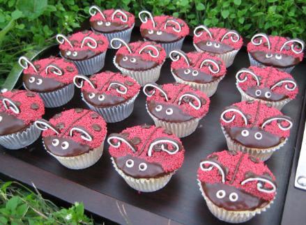 Cupcakes-LadyBug1