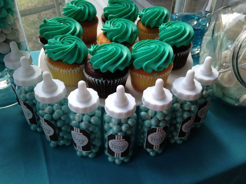 turquoise and chocolate cupcakes
