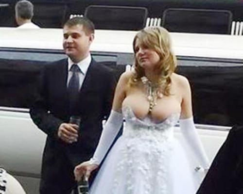 ugly-wedding-dress-boobs
