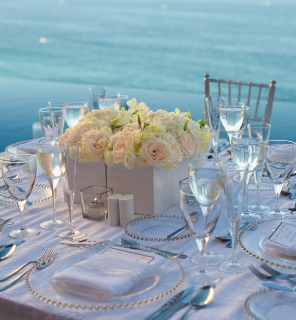 beach-wedding-centerpiece-ideas-stylish-white-beach-centerpiece
