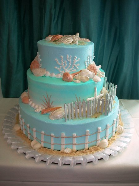 blue-wedding-cake-beach