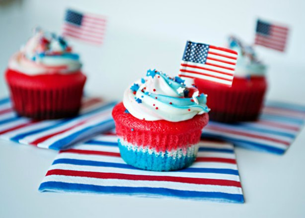 fourth-of-july-recipe-flag-cupcake-614x439