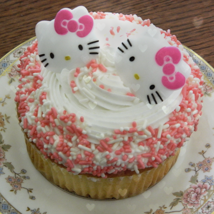 hello_kitty_cupcake_by_demuredecadence-d530qsd