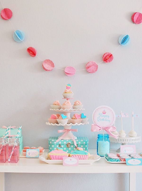 cupcake themed table