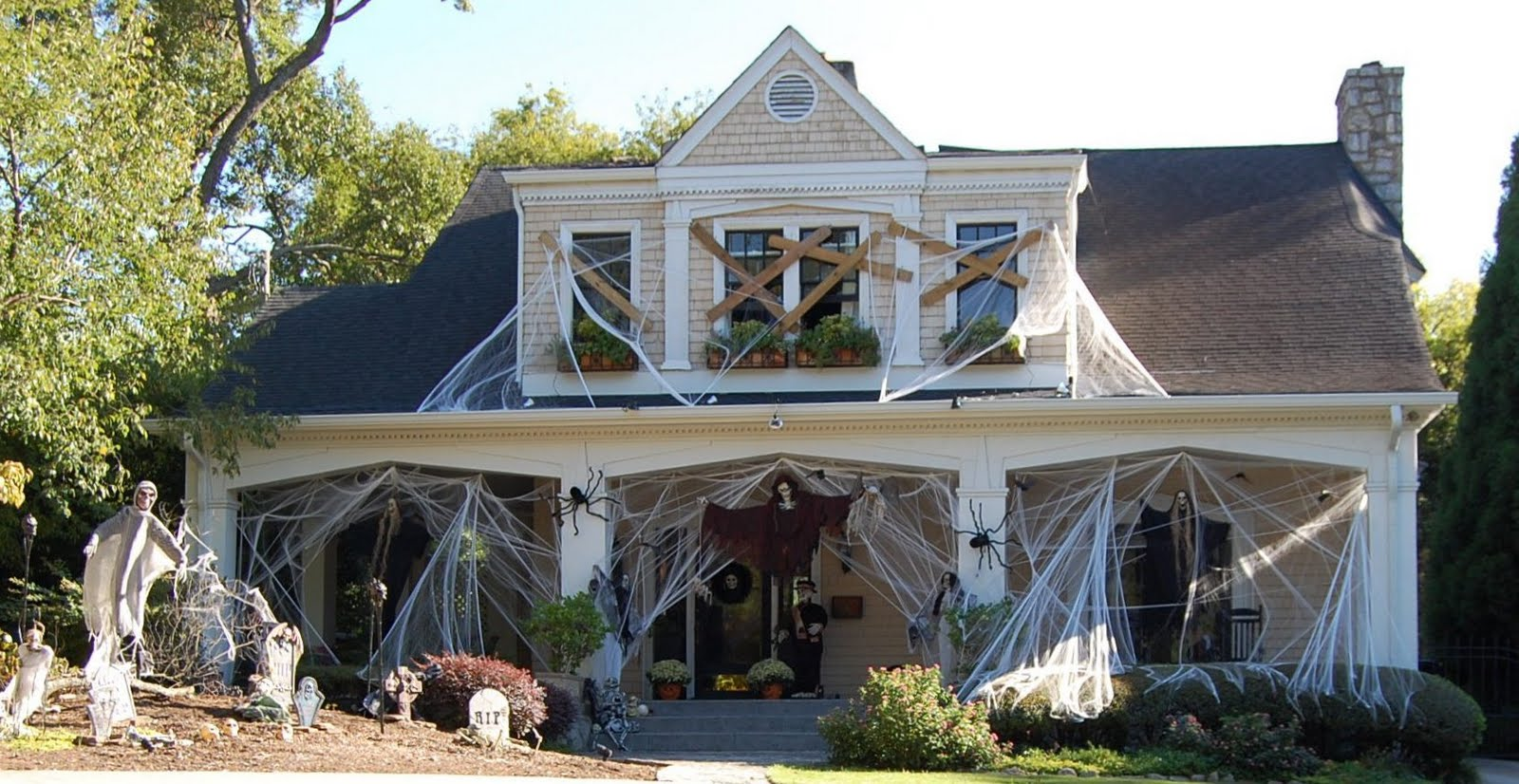 halloween-outside-home-decorating-ideas