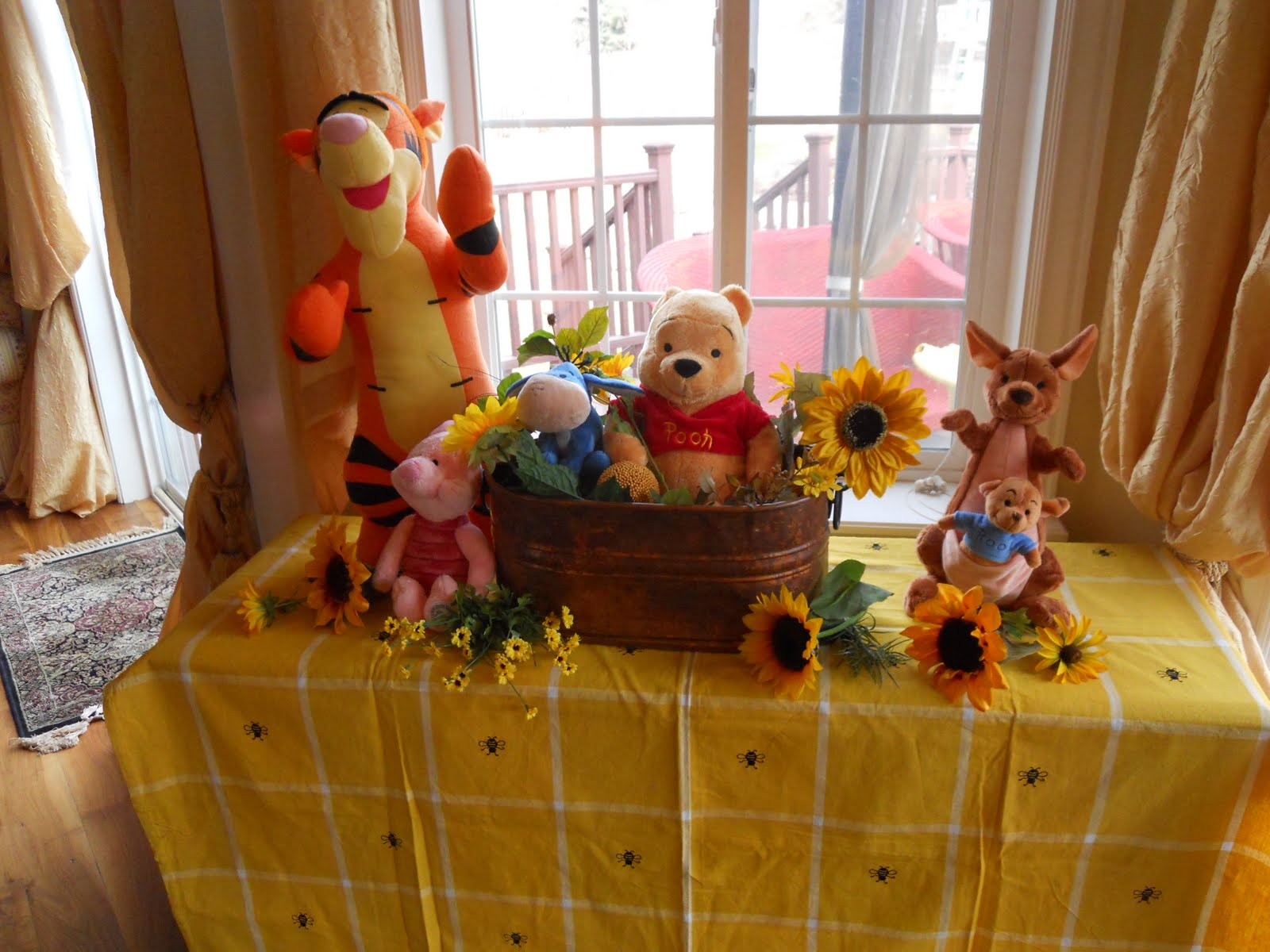 Classic-Winnie-The-Pooh-Baby-Shower-Decoration-Ideas