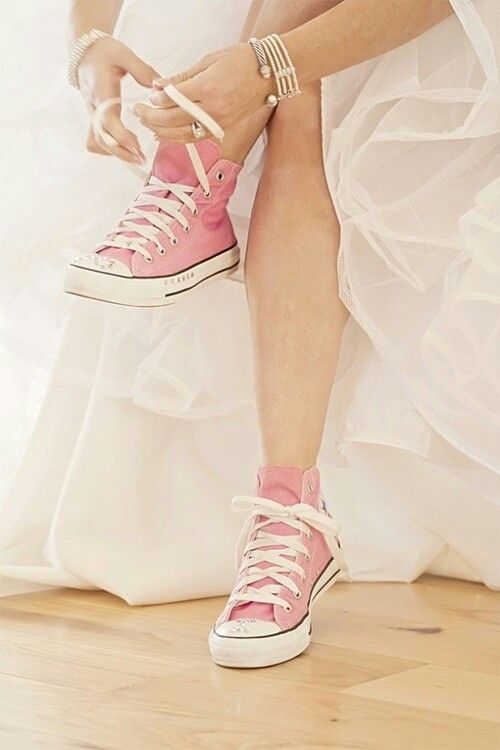 pink-converse-at-wedding