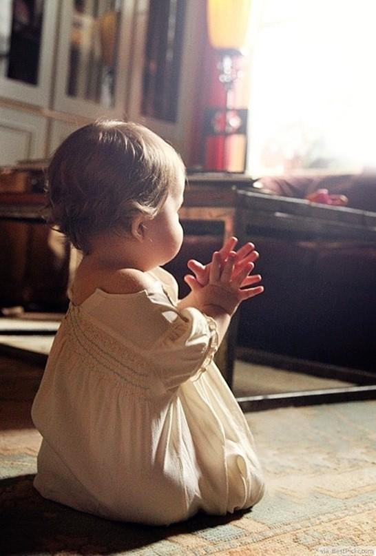 Beautiful-Little-Girl-Praying-to-God