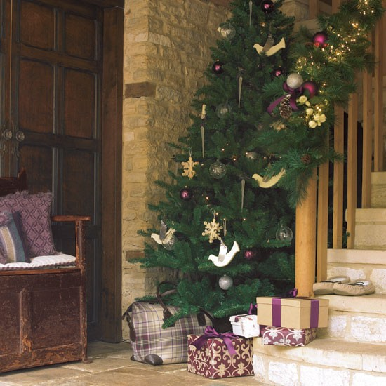 8-Hall-with-Christmas-tree--Hall--PHOTO-GALLERY--Country-Homes-and-Interiors--Housetohome.co.uk