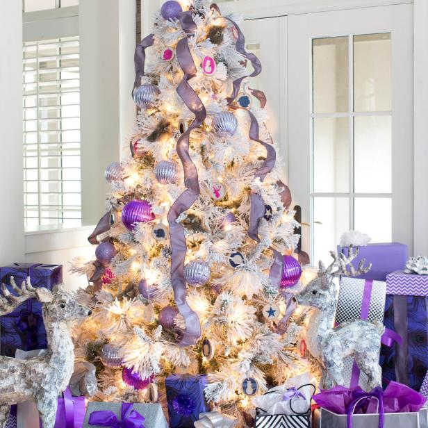 Original_BPF-Holiday-House_hgtv_interior_royal-tones_white-lights_v.jpg.rend.hgtvcom.616.616