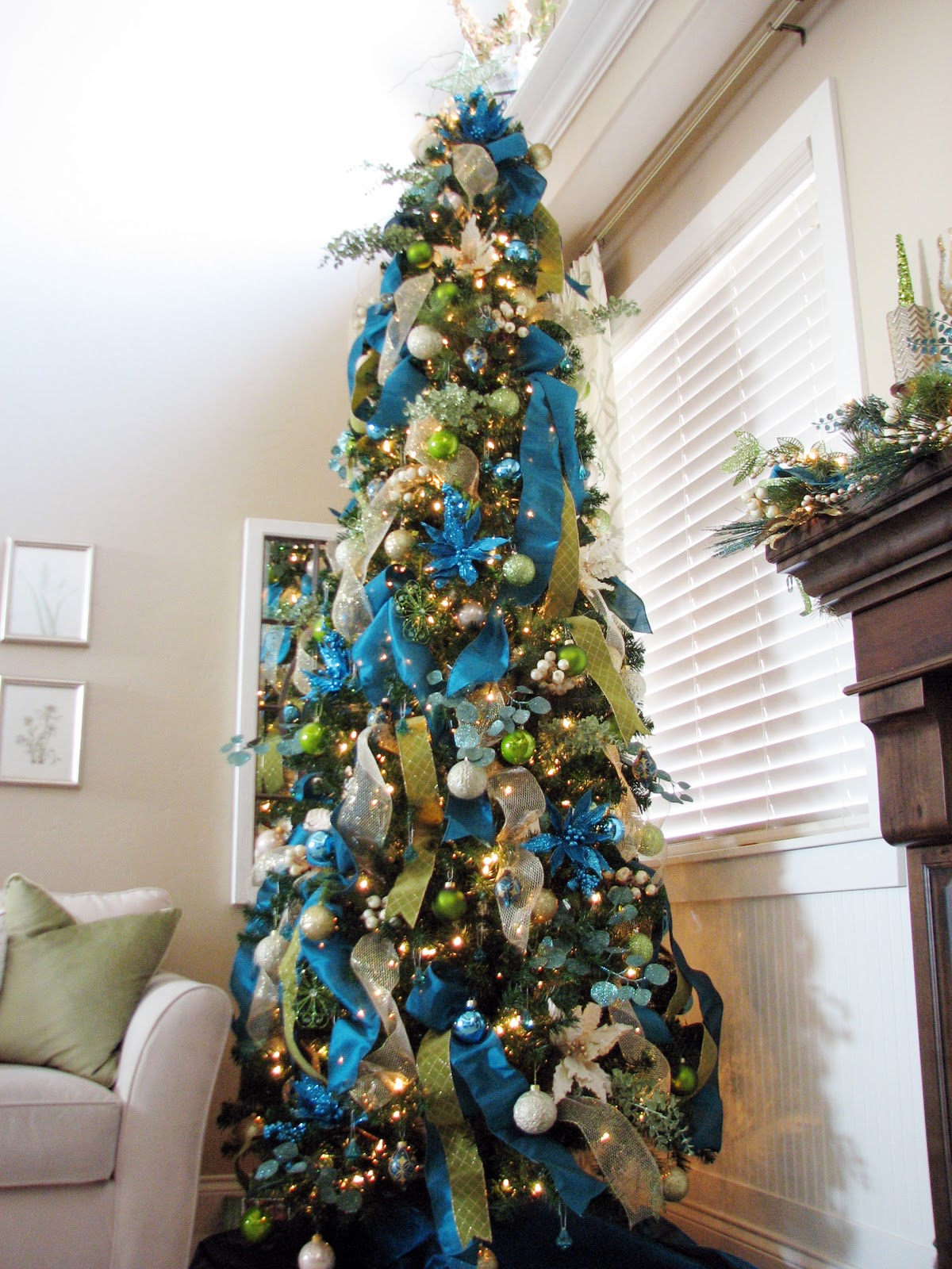 Surprising-simple-design-christmas-tree-decorating-ideas-ribbon-in-living-room-corner
