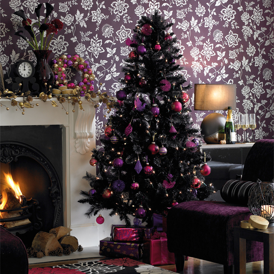 black-christmas-tree-idea-inspired-tinsel-purple-mauve-decorated-non-traditional-modern-unique-theme-ornament-holiday-modern-stylish-livingroom-holiday-decoration