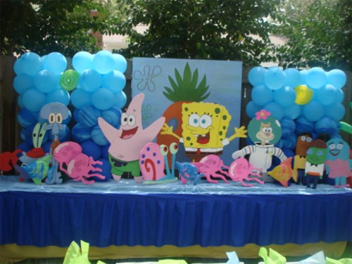 little boys birthday party with sponge bob balloons