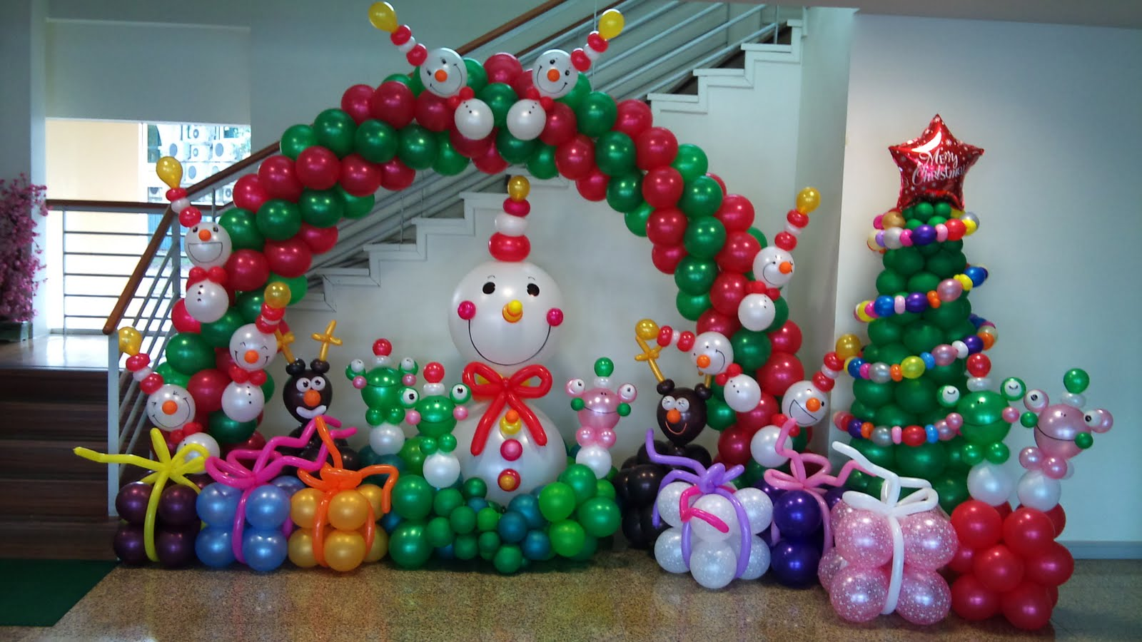 christmas balloon ideas - Christmas Balloon Decor