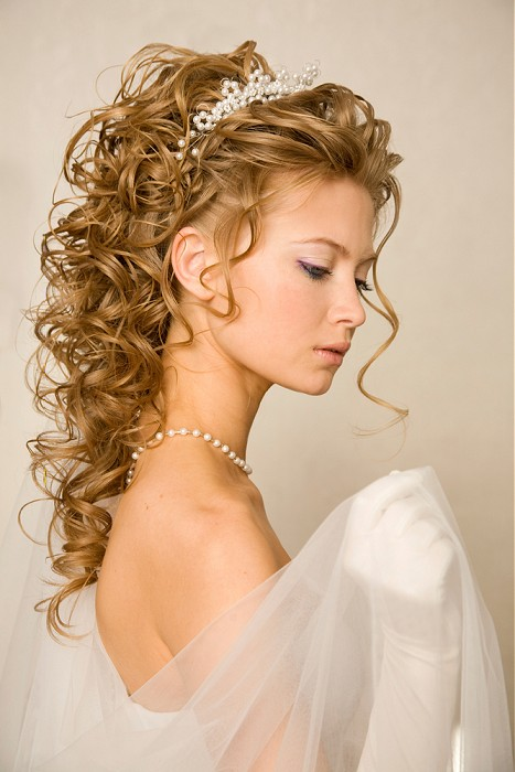 Gorgeous Wedding Hairstyles Time for the Holidays