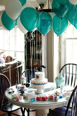 Baby shower balloons ideas for boys time for the holidays for Balloon decoration ideas pinterest
